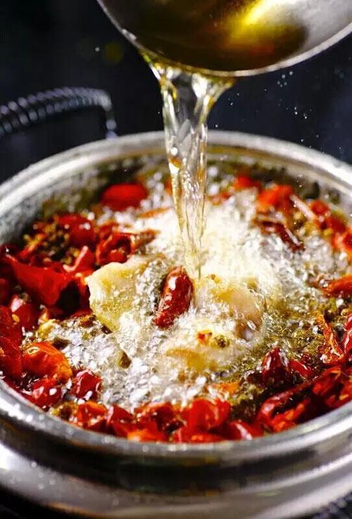 辛香汇名菜石锅沸腾鱼,石锅烹饪,原汁原味,风味更佳 有效期至:2015年12月31日 www.5ikfc.com